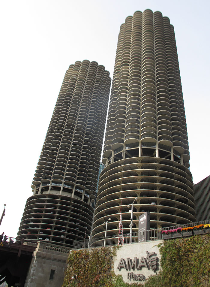 Marina Towers: scalloped edges break the custom of rectangular buildings, 1960.