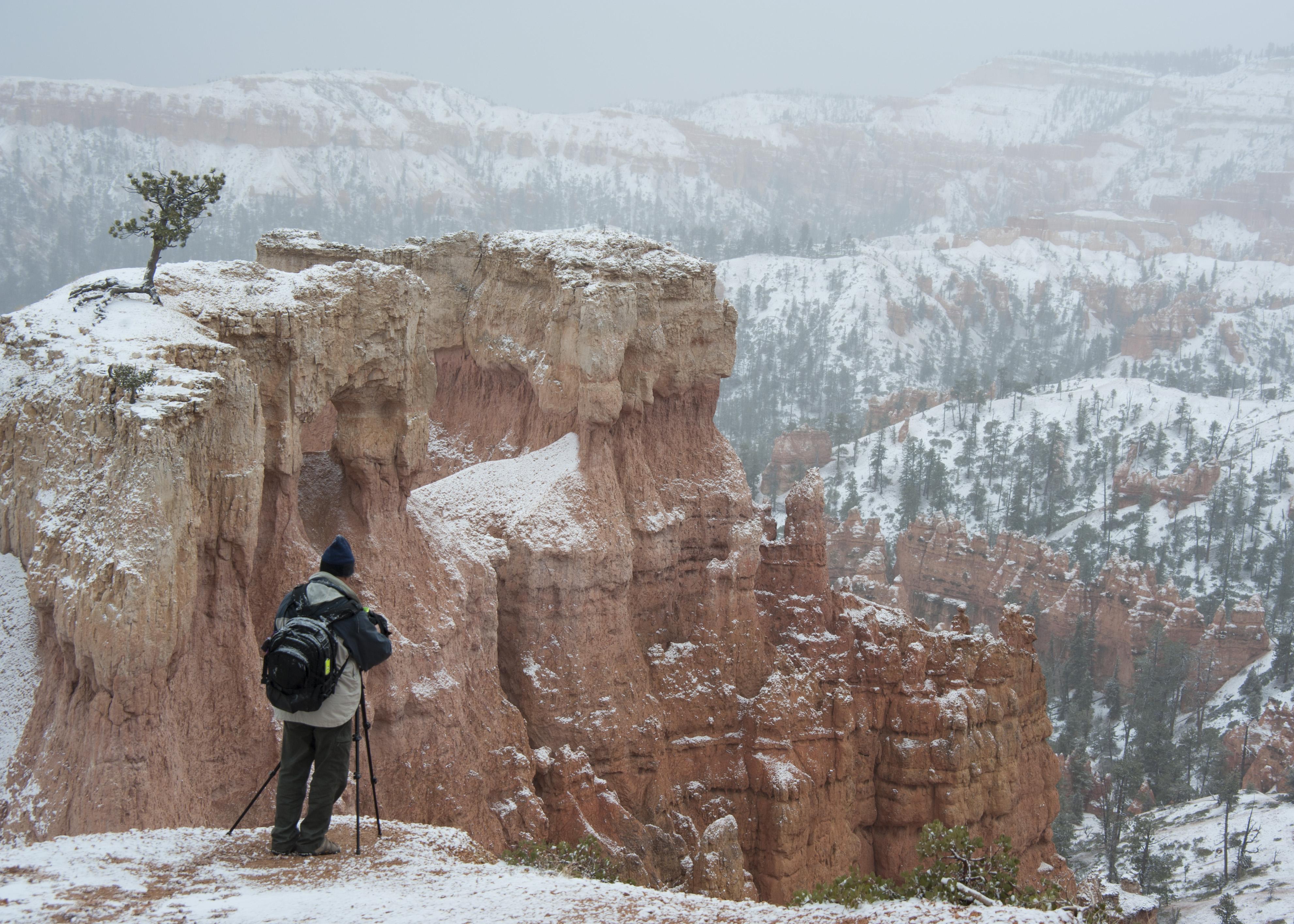 #snow, #bryce, #brycecanyon, #hoodoo, #careful, #cliff, #dontfall, #tripod