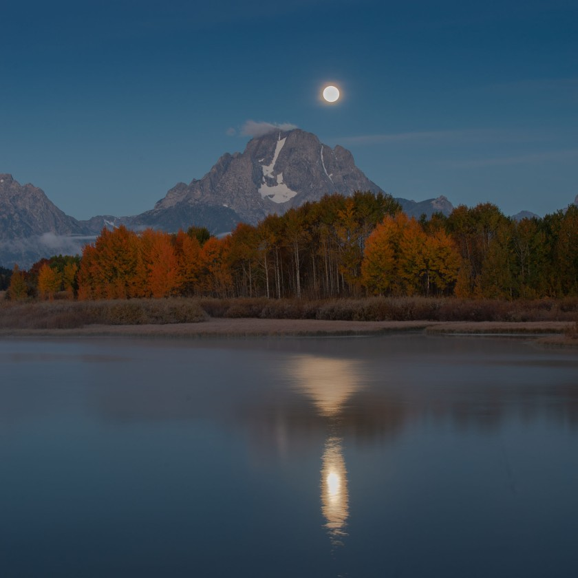 #fullmoon, #grandtetonnationalpark, #nationalpark, #mountain, #foliage, #fallcolor, #september. #moonset, #sunrise, reflection, #snakeriver, #mountmoran, #mtmoran, #wakeup, #frozentoes, #landscapephotography