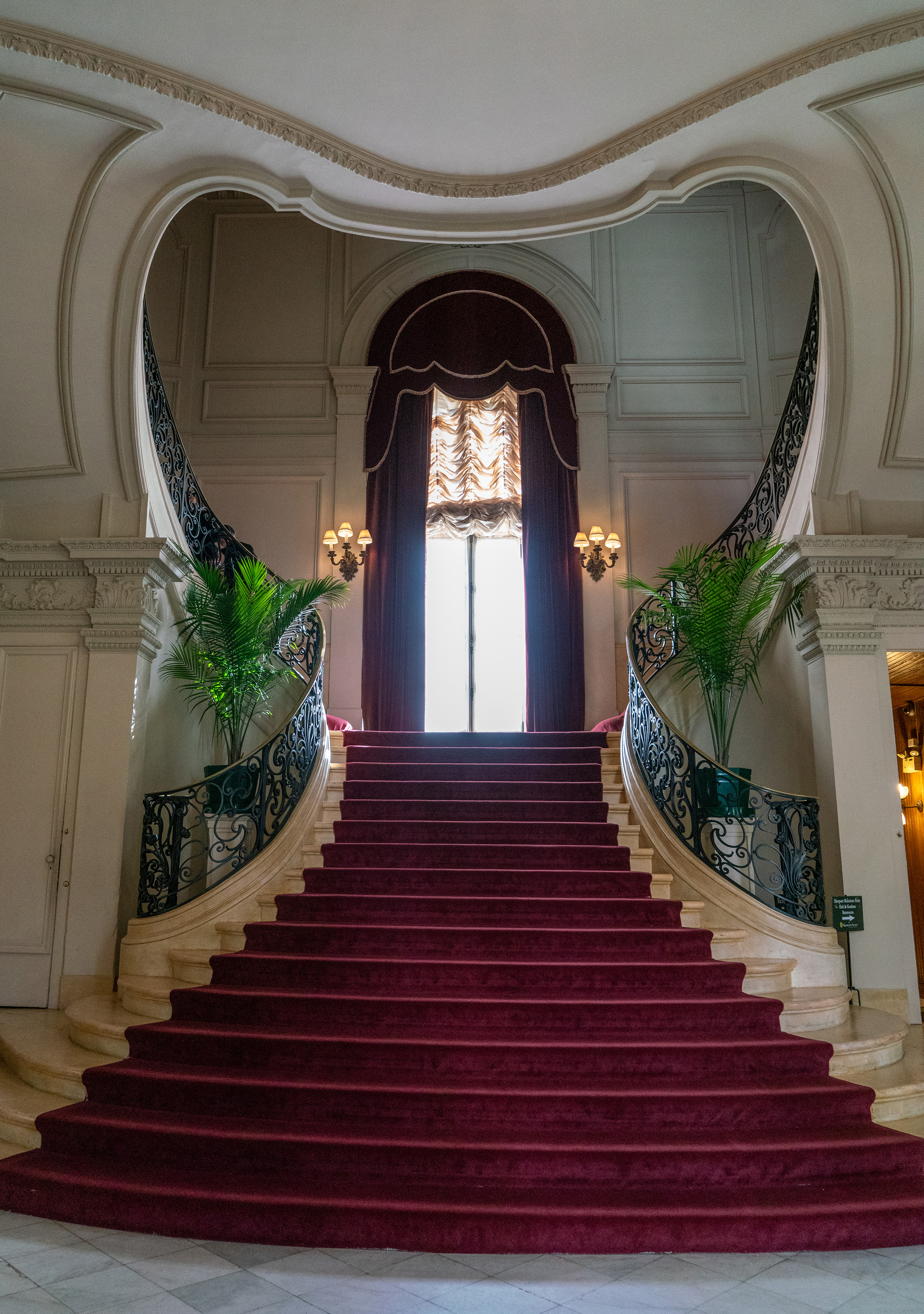 #rosecliff, #historic, #architecture, #1902, #newport, #mansions, #newportmansions, #greatgatsby, #gatsby #makeanentrance