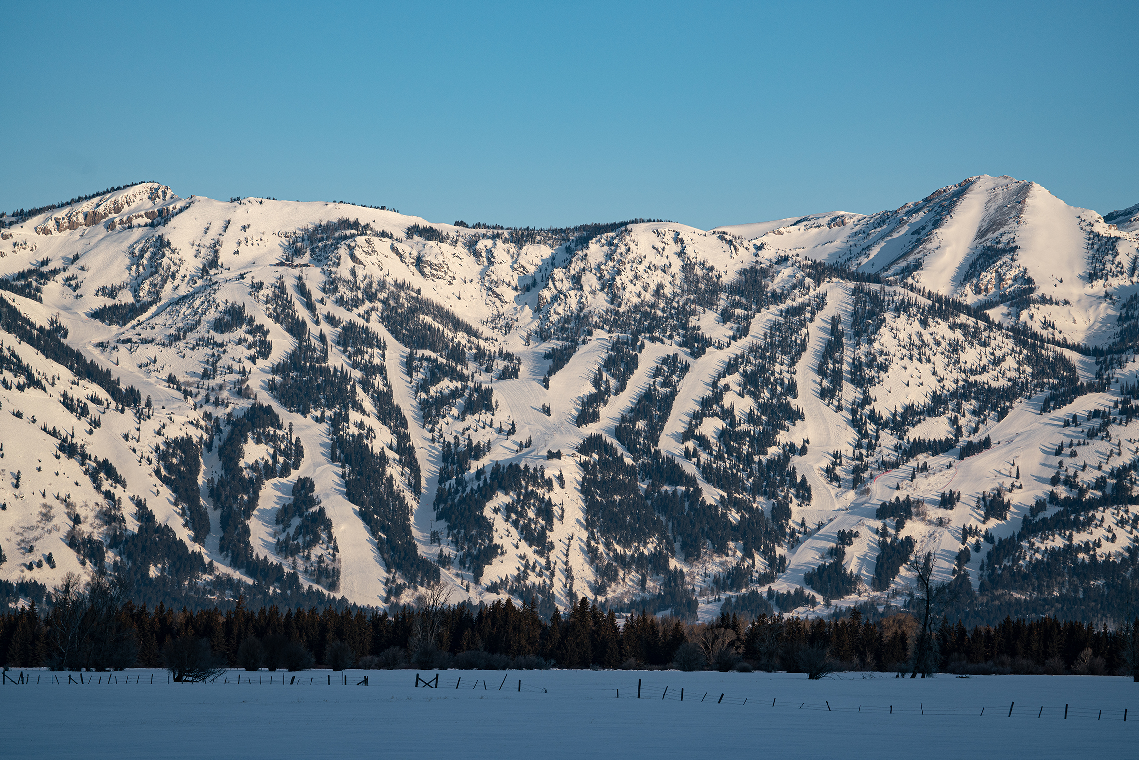 #snow, #mountain, #ski, #trails, #rendezvous, #tetonvillage, #jacksonhole, #sunrise, #cold